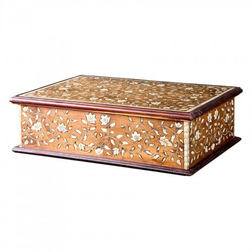 Marquetry box with flowers