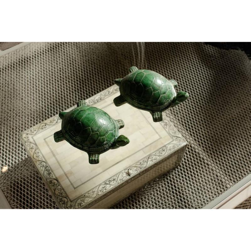 Caja de hueso con greca negra - BECARA
