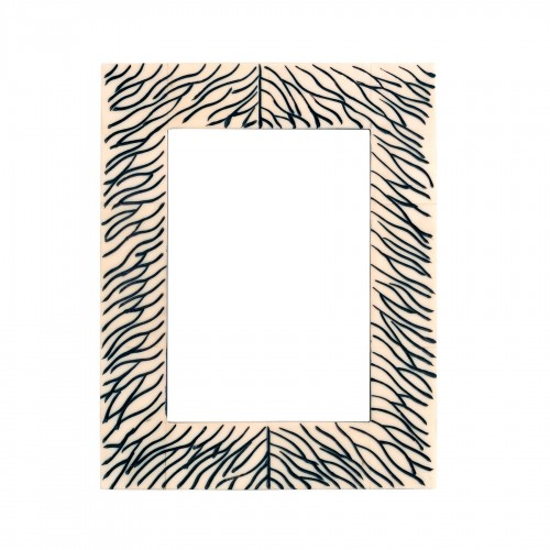 Marco de madera blanca con líneas negras - BECARA