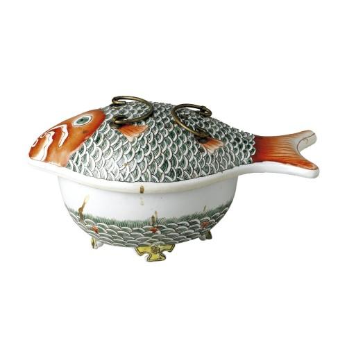 Fuente con tapa de pez