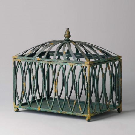 Caja de hierro calado verde