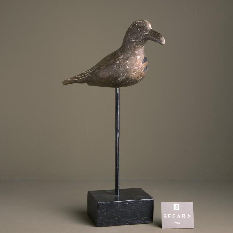 Pájaro marrón en peana alta - BECARA