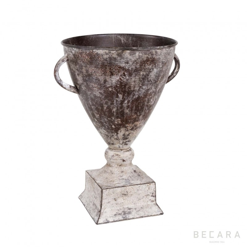 Metal cup with 2 handles