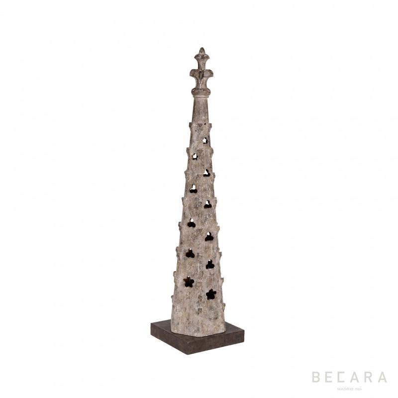Obelisco torre de madera - BECARA