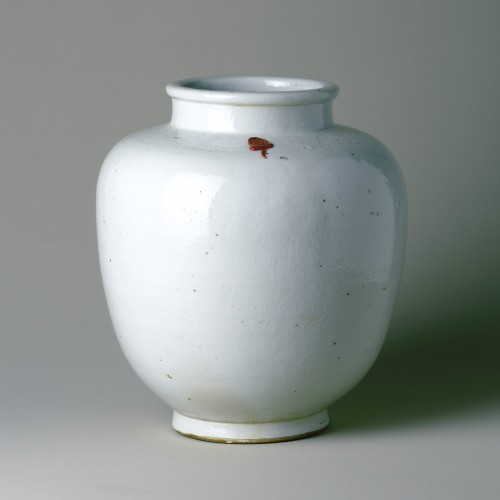 Small porcelain liquor pot