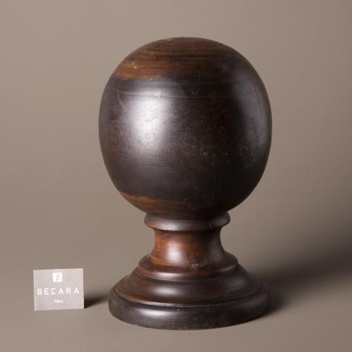 Bola de madera oscura