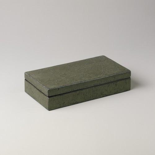 Caja verde mediana con acabado lenteja