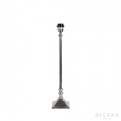 Lámpara de mesa de metal