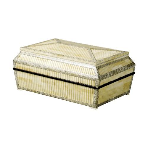 Caja de hueso con copete