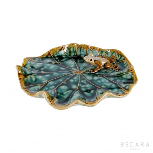 Lotus leaf decorative plate with frog