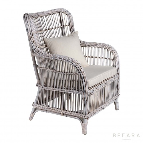 Chasse white armchair with cushions