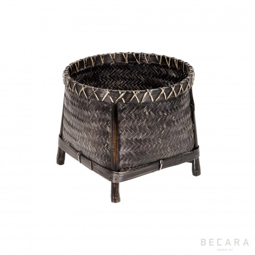 Small basket with legs
