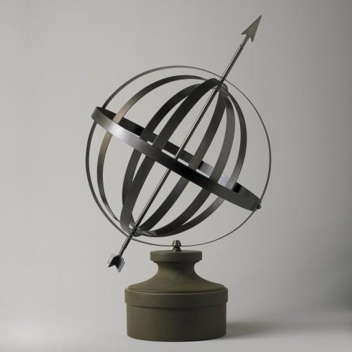 Esfera con flecha en peana - BECARA