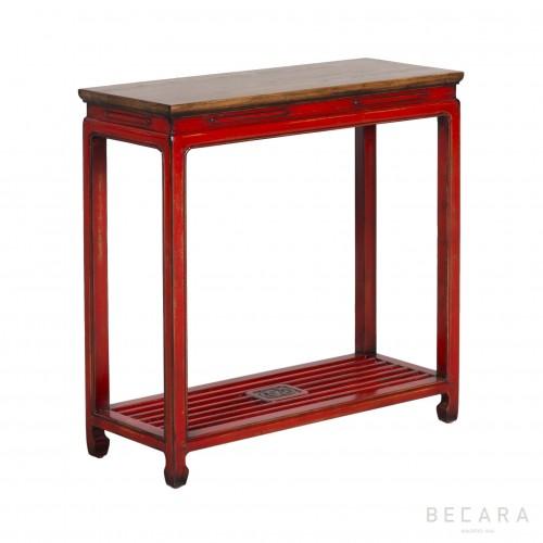 Consola de madera roja