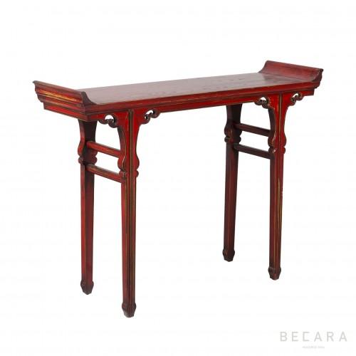 Consola con alas de madera roja