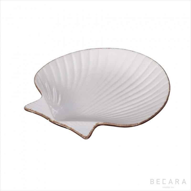 Medium ceramic scallop dish