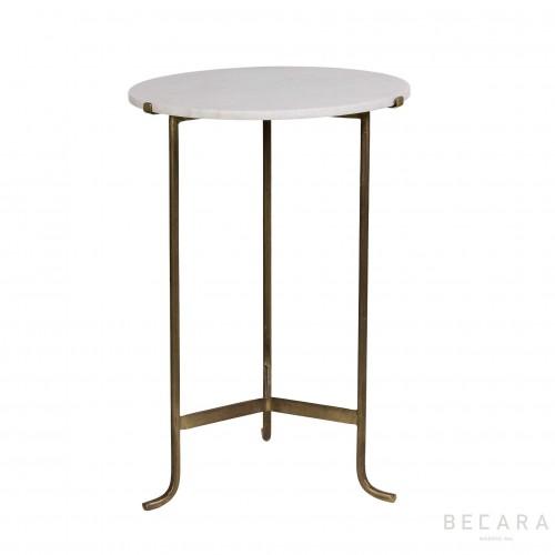 Mesa auxiliar de mármol blanco y hierro dorado - BECARA