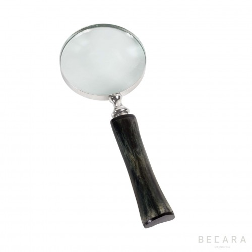 Magnifying glass with deformed horn handle