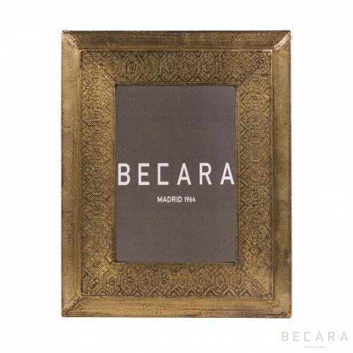 Marco de fotos dorado grabado I - BECARA