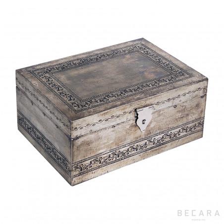 Big engraved box