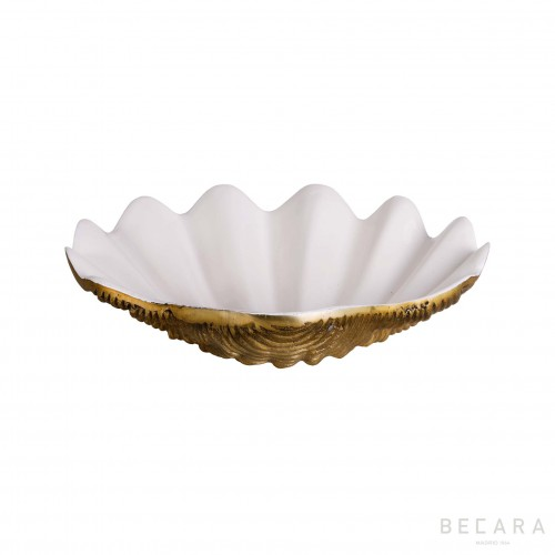 Goldish seashell plate