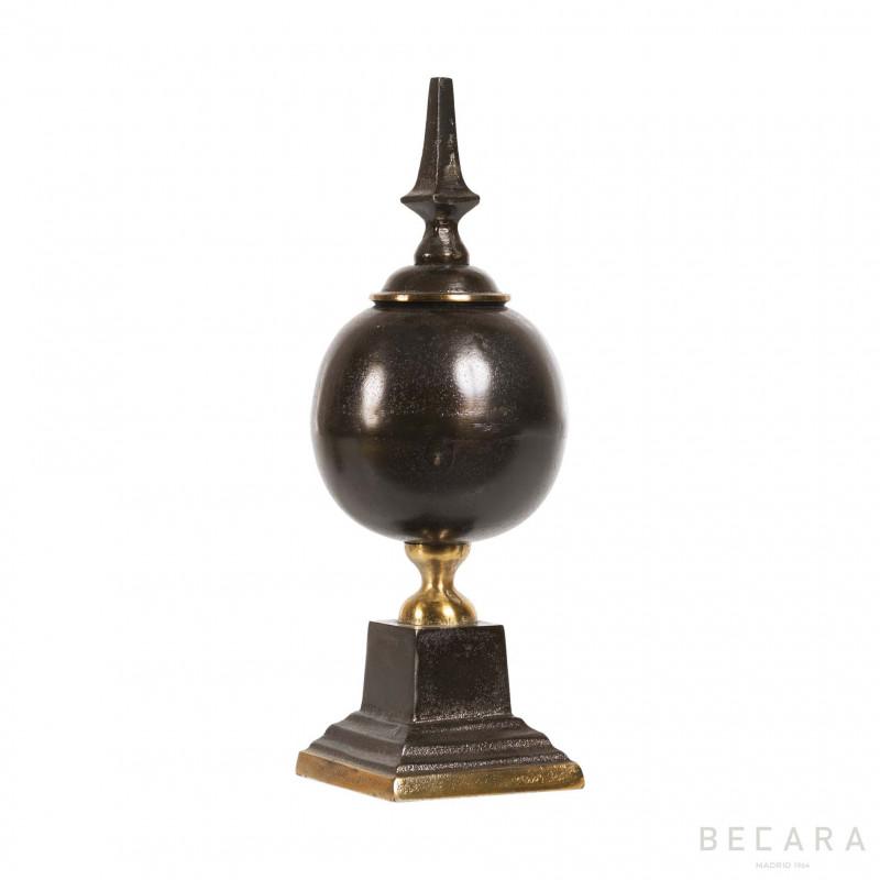 Obelisco marrón - BECARA