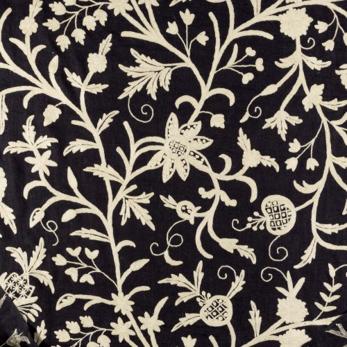 Tela bordada negra con flores - BECARA
