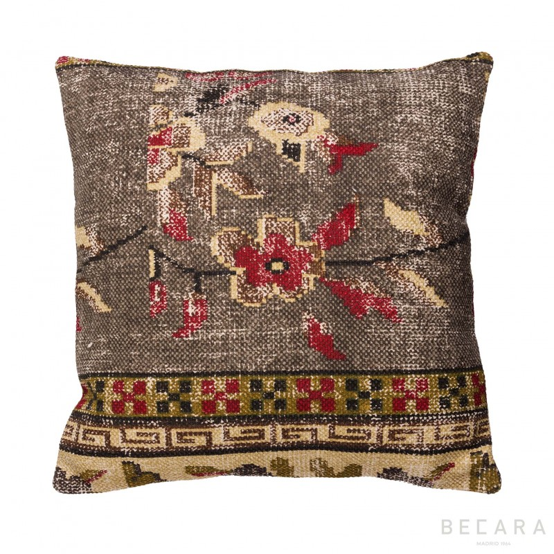 Cojín floral marrón y burdeos - BECARA