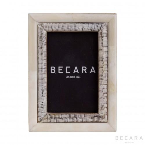 Marco de hueso con grabado - BECARA
